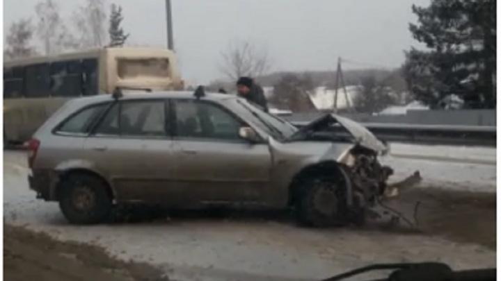 На въезде в Екатеринбург по Челябинскому тракту выстроилась пробка из-за аварии