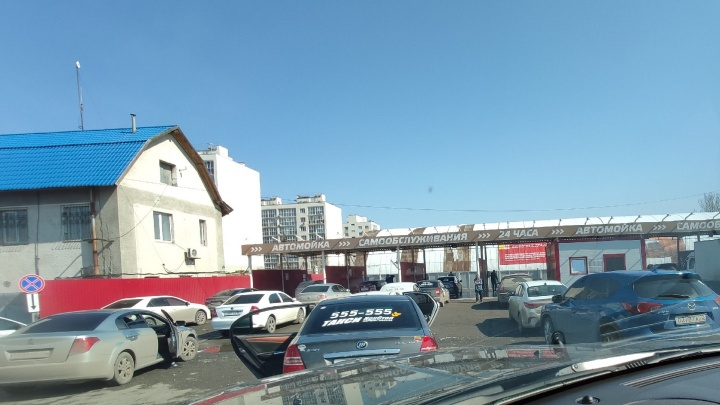 Ажиотаж на тюменских автомойках и резкий рост заболевших коронавирусом в Тюмени. Хроника