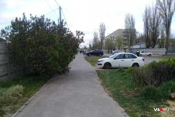По дороге от АЗС до магазина «Ивушка» никого не пускают