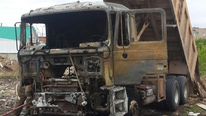 В Самарской области самосвал сгорел после соприкосновения с ЛЭП