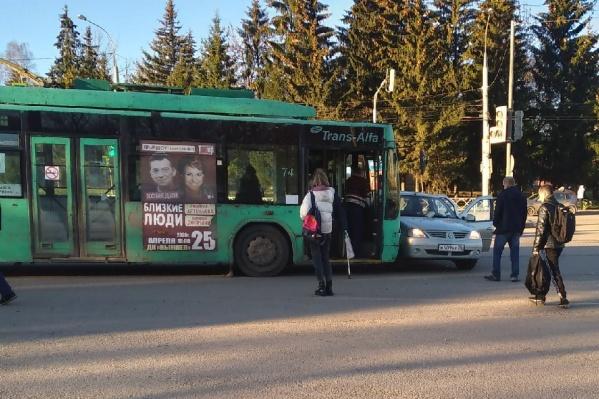 В ДТП с троллейбусом в Рыбинске пострадали два человека