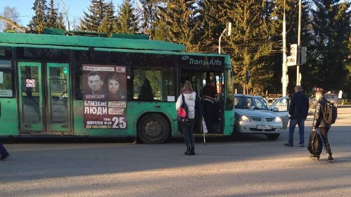 В Рыбинске «Рено» не пропустил троллейбус с пассажирами: есть пострадавшие