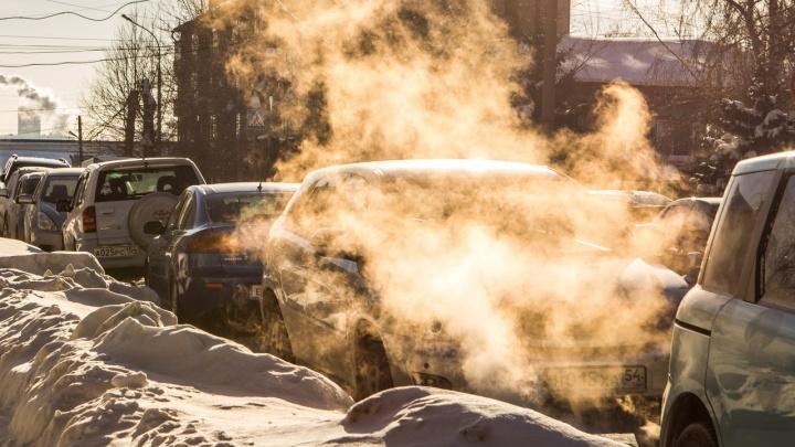 «Достали вы со своим автозапуском»: брюзга— о недалеких людях, греющих машины во дворах