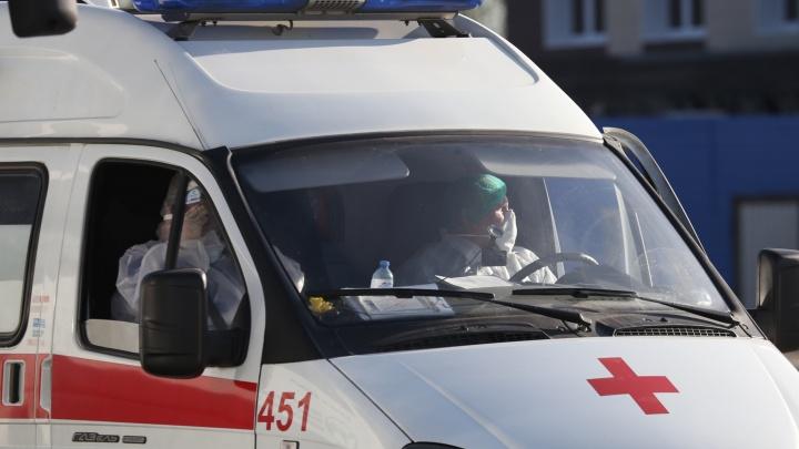 У водителя челябинской скорой, попавшего в больницу с пневмонией, подтвердили COVID-19