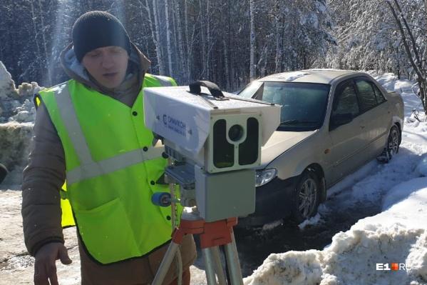 Камеры на треногах фиксируют наибольшее число нарушений на дорогах Свердловской области