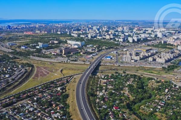 Волгоградец снял оживленную магистраль и помечтал о ее продолжении
