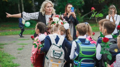 """Кузбасские учителя получат ежемесячную доплату <nobr class=""""_"""">5 тысяч</nobr> рублей. Но не все"""