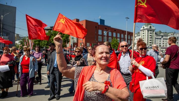 День непослушания: как сибиряки гуляли 9 Мая, забыв о коронавирусе, — репортаж из центра Новосибирска