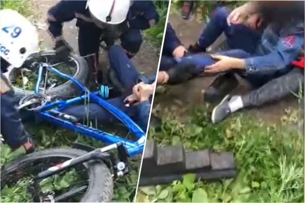 Мальчику наложили шину на поврежденную ногу