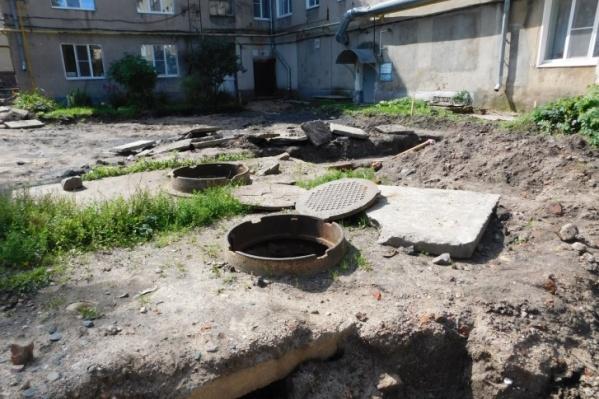 Жители Переславля-Залесского уже привыкли к раскопкам и открытым люкам из-за постоянного ремонта сетей