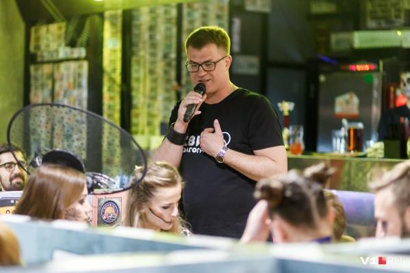 Несколько лет назад Матвей Коновалов уволился из гордумы и занялся квизом
