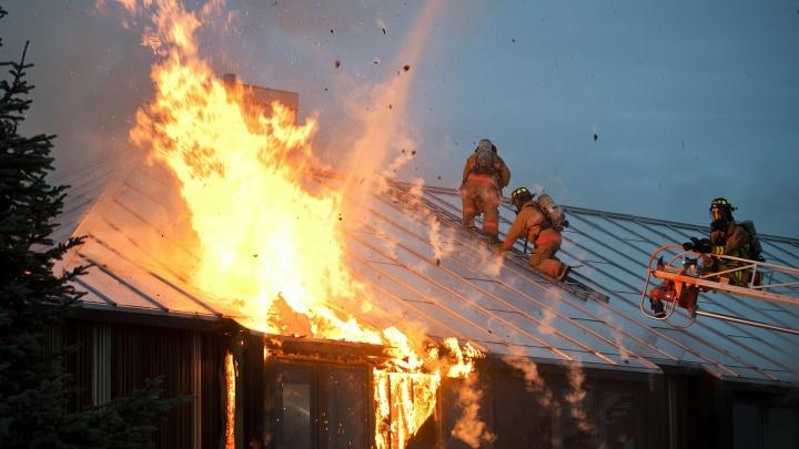 «Лучше сделать это сейчас, чем жалеть потом»: страховая компания дала советы, как защитить квартиру от пожара и затопления
