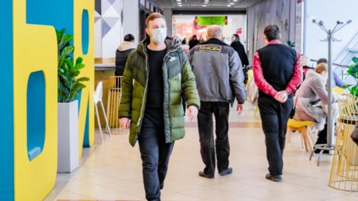 «Получается абсурд». Разбираемся в том, что такое СИЗы и можно ли вместо маски закрывать лицо шарфом