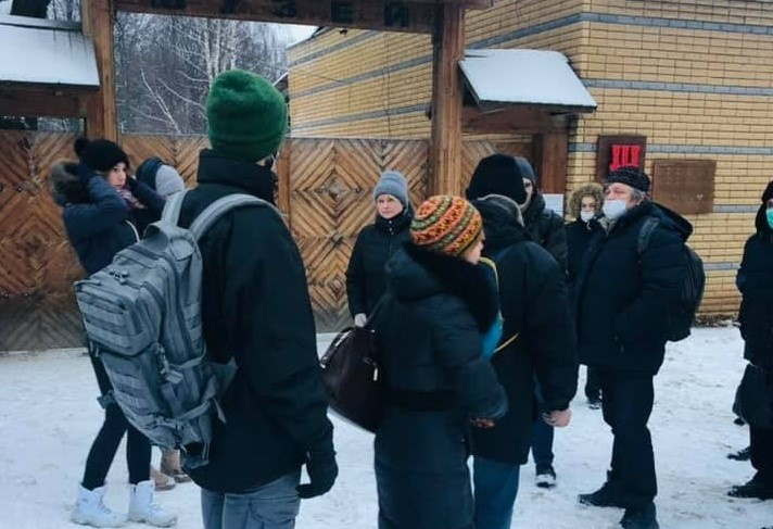 Градозащитники собрались у входа в музей-заповедник, чтобы не дать вывезти дом Павловой на склад
