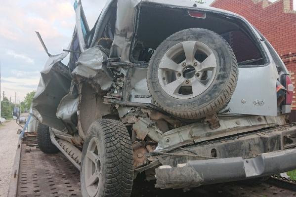 Разбитую машину транспортировали