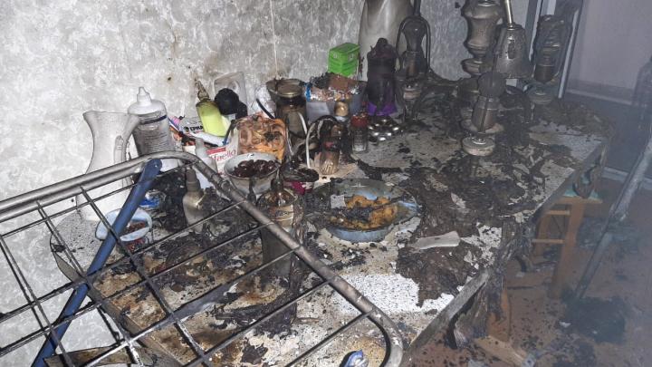 Маму с ребенком увезли в реанимацию после пожара в Уфе