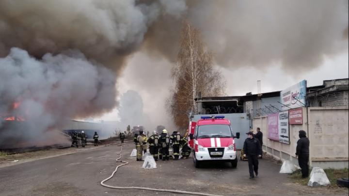 Для тушения возгорания на складе в Сормове вышлют пожарный поезд