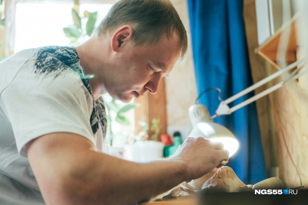 Павел Юшин работает с деревом 13 лет