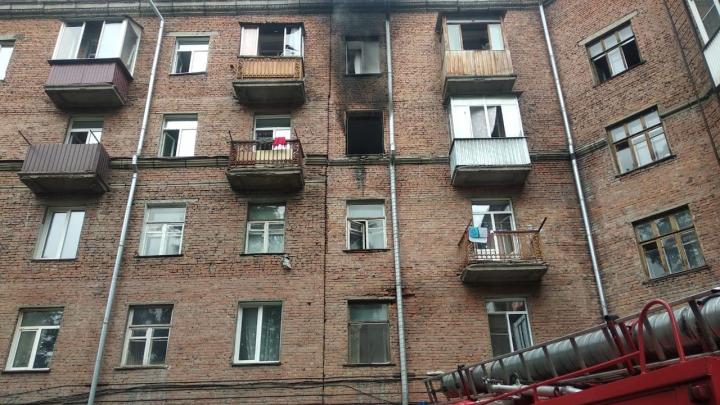 30 человек эвакуировали из общежития в Ленинском районе — здесь загорелась квартира