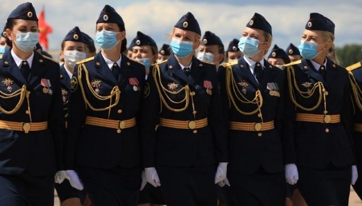 Репетиция парада Победы в Толмачёво и ещё три смерти от коронавируса: хроника событий за сутки