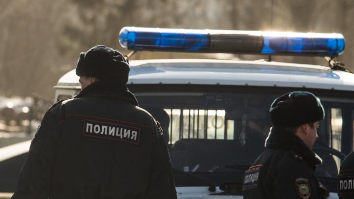 Под Новосибирском подросток перебегал дорогу и попал под машину — у него серьезные травмы