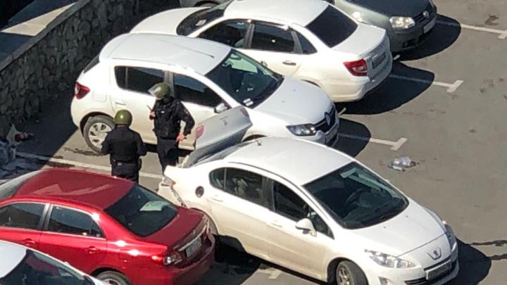 Спасатели и полицейские назвали причину взрыва легковушки на парковке возле цирка