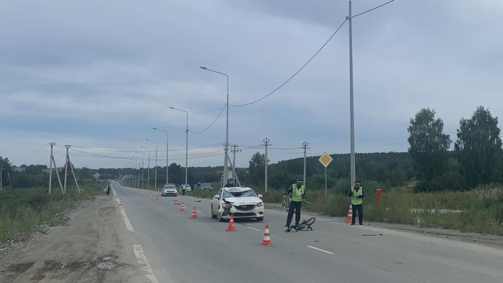 Неожиданно повернул налево: на Сибирском тракте Mazda насмерть сбила велосипедиста
