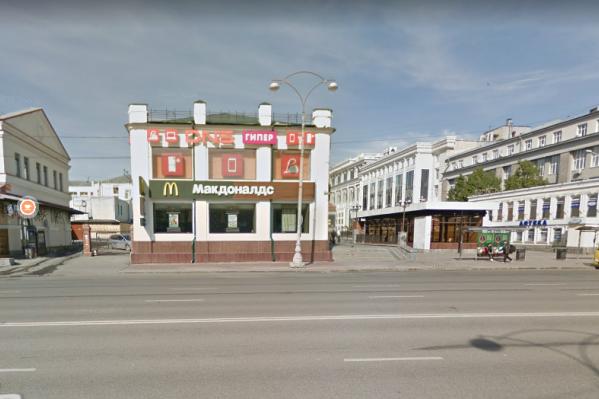Центральный ресторан сети оказался под угрозой закрытия, но скоро новый «Макдоналдс» может появиться на улице Вайнера