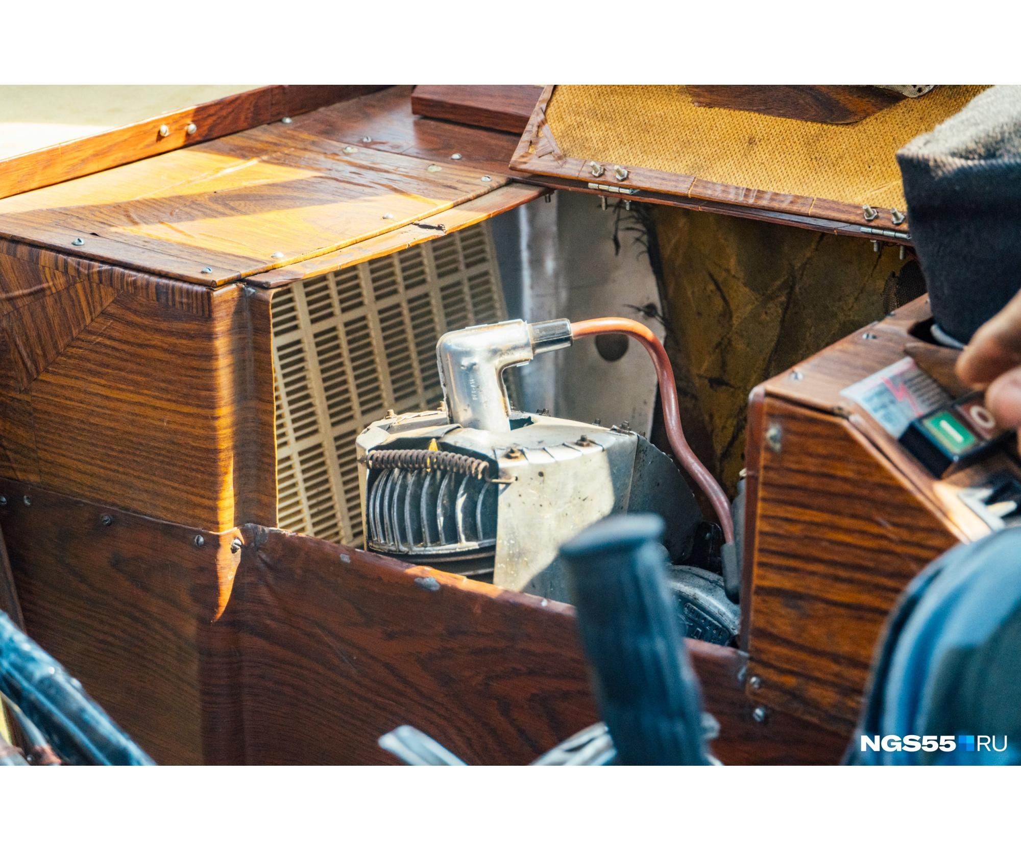 Двухтактный одноцилиндровый моторчик рабочим объёмом с рюмку и мощностью в целую «лошадь» до сих пор в строю