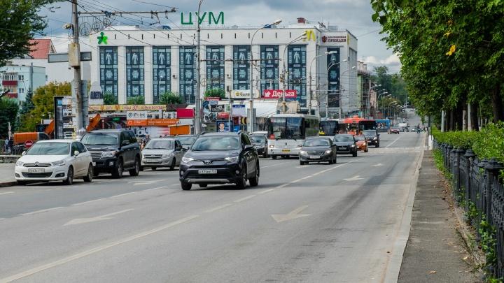 В Перми на перекрестке Компроса и улицы Ленина изменили режим работы светофора