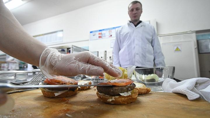 Вкус свободы: как в уральской колонии строгого режима открыли собственную бургерную