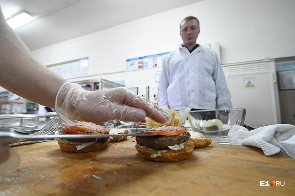Мы узнали, как здесь готовятся бургеры и каковы они на вкус