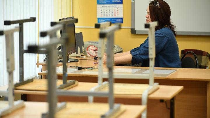 Как будто и не уходили с дистанта: в Екатеринбурге еще одну школу закрыли из-за COVID-19