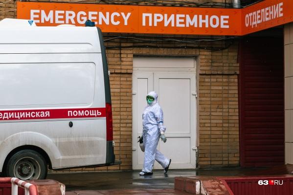 """Сейчас в больницах лечатся около <nobr class=""""_"""">2 тысяч</nobr> пациентов с подтвержденным COVID и подозрением на него"""