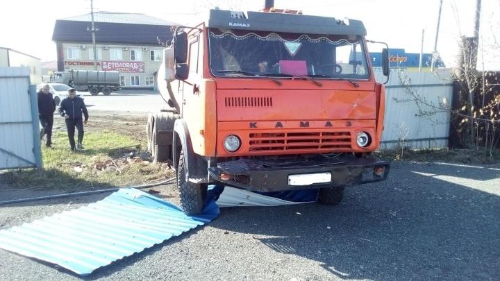 В Кургане КАМАЗ насмерть сбил пешехода