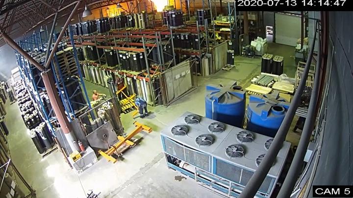 Огонь не заметили: начало гигантского пожара на складах в Самаре попало на видео