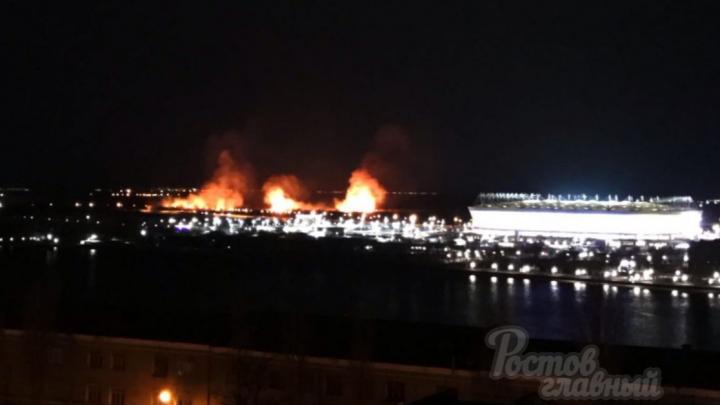 За «Ростов Ареной» загорелся камыш
