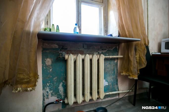 «Трубы — ледяные»: красноярцы жалуются на холод в квартирах спустя 4 дня после запуска отопления