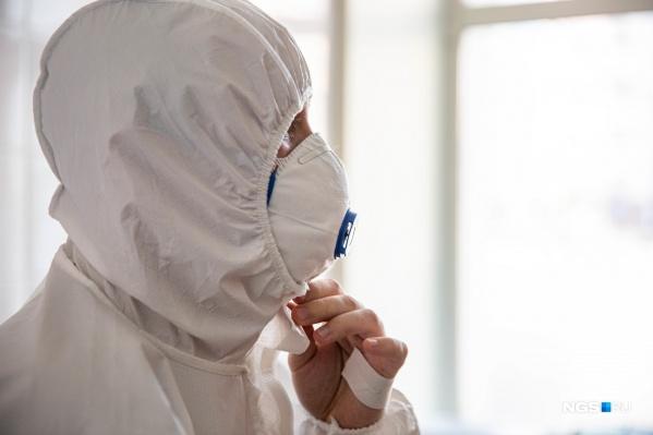 Женщина работает в больнице с 1985 года