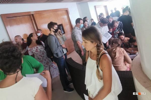 Сотни россиян все еще не могут вернуться домой из Таиланда