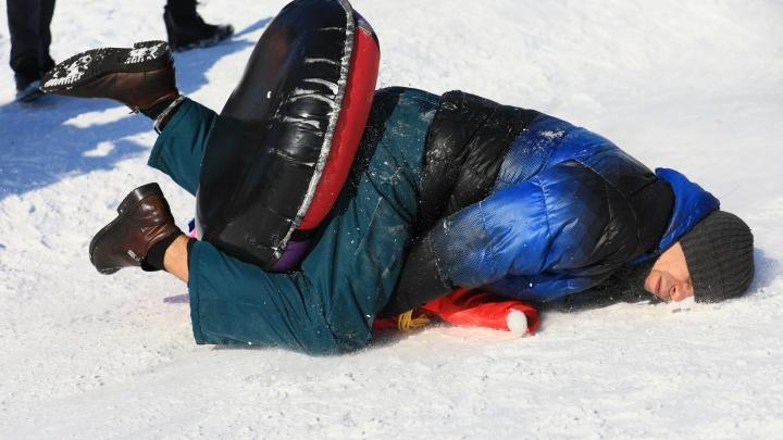 Остерегайтесь тюбингов и алкоголя. Медики объяснили, как уберечь себя от травм зимой