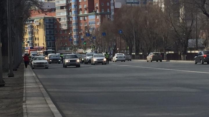 Инспекторы ГИБДД устроили проверку на карантин на Ново-Садовой
