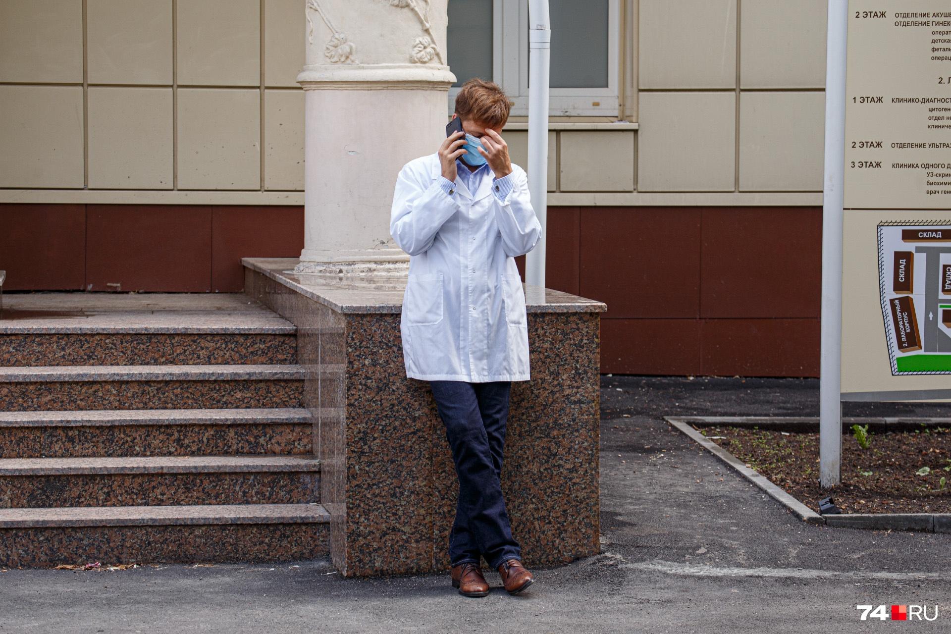 Подготовка к вероятному всплеску заболеваемости COVID-19 — головная боль главы Минздрава с начала пандемии