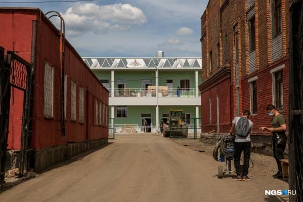 Так выглядело здание госпиталя в конце мая
