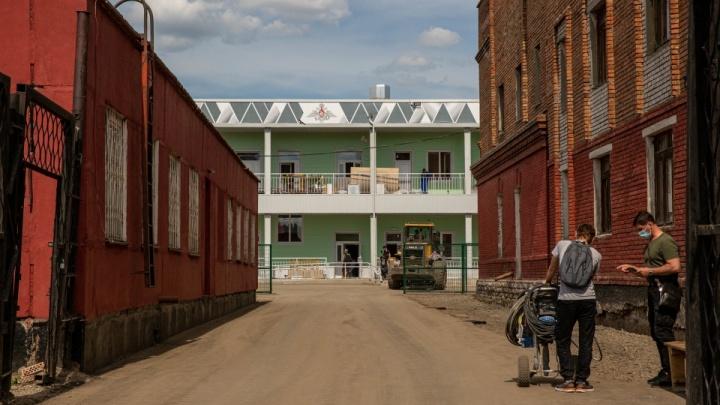 Военный госпиталь, построенный три недели назад, всё ещё не принимает новосибирцев с коронавирусом