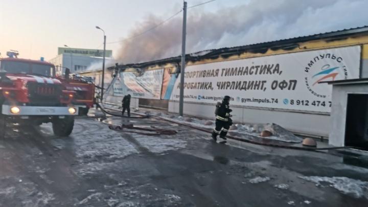 Под Челябинском огонь охватил типографию и детский центр спортивной гимнастики