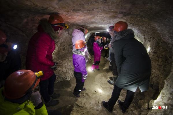 Говорят, спускаться в пещеры лучше всего с января по март