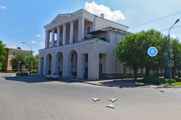 Ликвидируемая библиотека № 11 в исторической части Волжского
