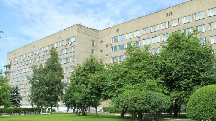 Закрылась одна из крупнейших больниц Новосибирска — пациентов распустили по домам
