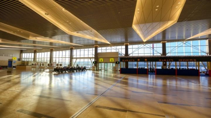 Житель Вологодской области устроил дебош в аэропорту Красноярска и избил полицейского